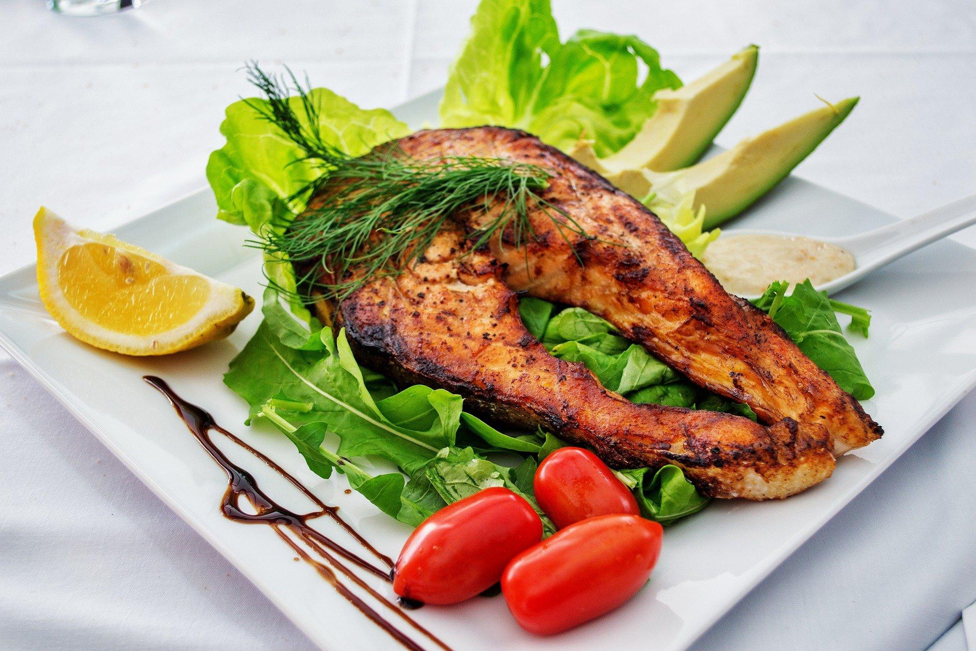 rasvat kala ja avocado